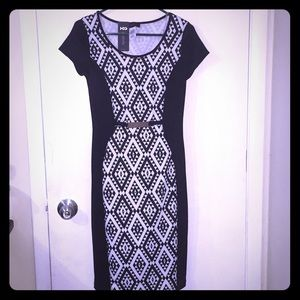 Annabelle NWT Slim b/w print dress w/ buckle